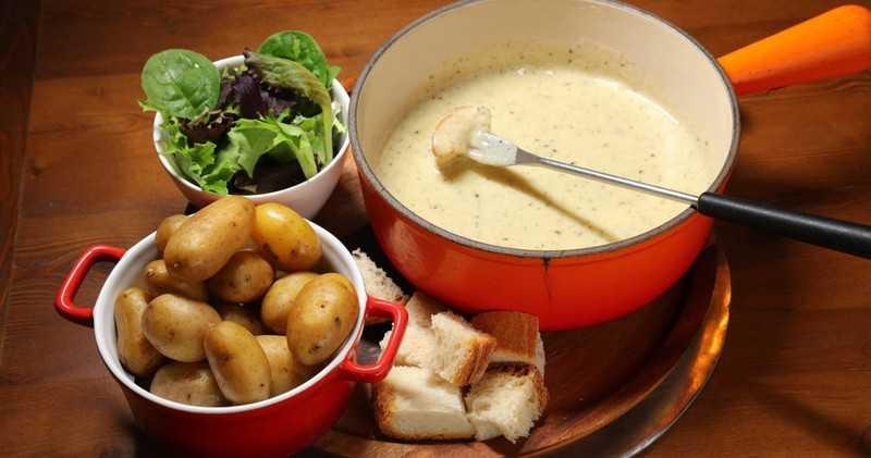 Lavaux and Lake Geneva Panoramic Tour w/ Cheese Fondue Dinner