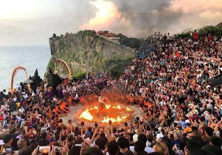 Private Bali tour: Uluwatu sunset and Kecak dance Show