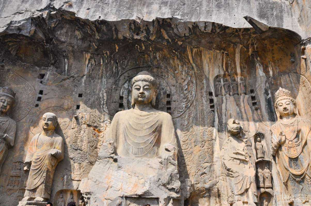 Private Xi'an, Luoyang, Beijing Day Tour for Longmen Grottoes by Bullet Trains